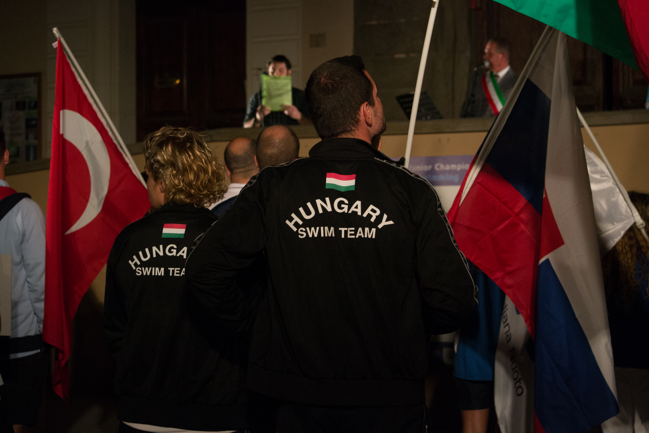 Hungary swim team-bandiere-sindaco
